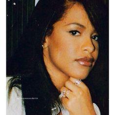 Aaliyah Rip Aaliyah, Aaliyah Style, Black Is Beautiful, Beautiful People, Pretty People, Aaliyah Pictures, Aaliyah Haughton, It Goes On, Celebs