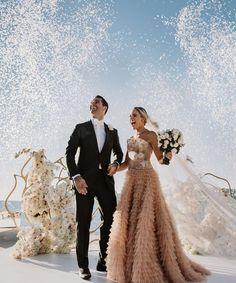 """glamourgermanyImmer mehr Brautpaare entscheiden sich für sogenannte Elopement Weddings. 💒💍 Auf Deutsch bedeutet der Begriff so viel wie """"sich heimlich davonzumachen, um nur zu zweit zu heiraten""""."""
