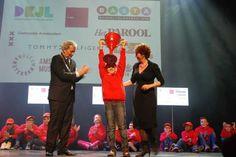 Afgelopen zondag werden de winnaars bekend gemaakt van Amsterdammer en Amsterdammertje van het jaar. Alexey Rahim (9) is Amsterdammertje van het jaar geworden. Hij zorgt vaak voor zijn tweelingbroertje, die aan het syndroom van Down lijdt. Alexey krijgt een mooi plekje in de cultuurwand van het museum tussen andere beroemde Amsterdammers.