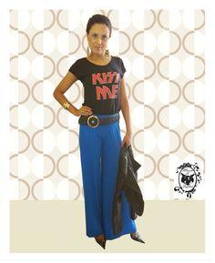E a calça pantalona nunca sai de moda. Além de moderna, ela deixa qualquer mulher super elegante! www.maniadesophia.com.br.