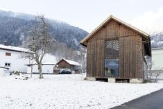Konverzia stajne pre potreby bývania, Rakúsko | Archinfo.sk Cabins And Cottages, Tiny House, Shed, Outdoor Structures, House Styles, Home Decor, Houses, Handmade, Animals