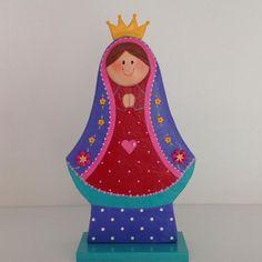 Virgencitas en maderas con detalles en porcelana fría .