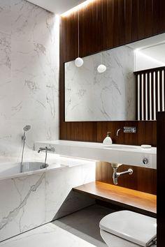 Минимализм может быть скучным или холодным, а может быть таким, как в новом проекте украинской студии Nott Design — стильным, элегантным, интересным! Для интерьеров дизайнеры сумели подобрать, пожалуй, идеальныймикс из таких материалов, как дерево, мрамор, бетон и медь.Также стоит отметить планировку и зонирование — жилье очень удачно поделено на общественную и приватную зоны. Браво!