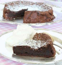 Gustav s flourless chocolate cake recipe - Cake like recipes Fun Desserts, Delicious Desserts, Lchf, Flourless Chocolate Cakes, Bread Cake, Desert Recipes, Food Cravings, Healthy Baking, Cookie Recipes