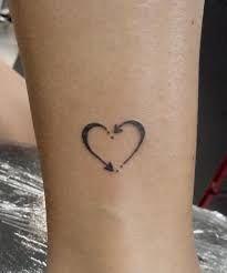 Lista com 100 mini tattoos Mini Tattoos, Top Tattoos, Body Art Tattoos, Small Tattoos, Tatoos, Rosary Tattoos, Bracelet Tattoos, Sleeve Tattoos, Pretty Tattoos