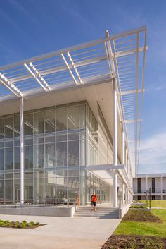Image 13 of 30 from gallery of Watt Family Innovation Center / Perkins+Will. Photograph by Jonathan Hillyer Education Architecture, Modern Architecture Design, Architecture Colleges, Innovation Centre, Canopy Design, Cultural Center, Higher Education, Exterior, Outdoor Decor