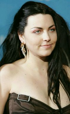 Amy Snow White Queen, My Immortal, Amy Lee Evanescence, Gothic Rock, Gothic Outfits, American Singers, Woman Crush, Goth Girls, Rocker Chick
