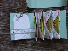 Hallo Ihr Lieben,   heute zeige ich euch das versprochene Teebeutelbüchlein.....schnell gebastelt mit dem Envelope-Punch-Board....in Frühlin...