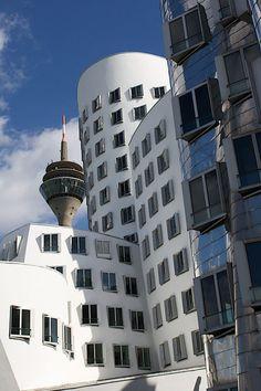 'Düsseldorf'+von+Michaela+Rau+bei+artflakes.com+als+Poster+oder+Kunstdruck+$16.63