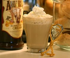 Sprinkle with cocoa powder if desired. Liquor Drinks, Coffee Drinks, Amarula Drink, Yummy Drinks, Yummy Food, Latte Recipe, Baking Cupcakes, Dessert Recipes, Desserts