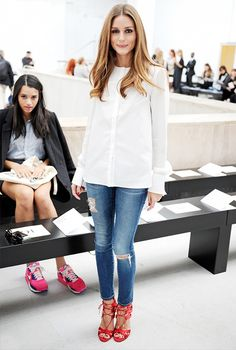 VISIT FOR MORE Olivia Palermo Style simple White Shirt with Jeans and pop of colour on bottom. The post Olivia Palermo Style simple White Shirt with Jeans and pop of colour on bottom appeared first on Fashion. Estilo Miranda Kerr, Miranda Kerr Style, Fashion Mode, Look Fashion, Street Fashion, Paris Fashion, Fashion Trends, Jeans Fashion, Fashion Outfits