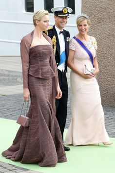 Charlene Wittstock, Princess Charlene of Monaco, Prince Edward, Earl of Wessex and Sophie, Countess of Wessex depart to travel by boat to the wedding of Princess Madeleine of Sweden. Prince And Princess, Princess Diana, Sophie Rhys Jones, Lady Louise Windsor, Royal Uk, Charlene Of Monaco, Monaco Royal Family, Monte Carlo, Casa Real