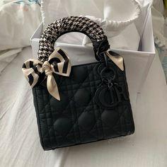 Luxury Purses, Luxury Bags, Cristian Dior, Sacs Design, Best Designer Bags, Latest Bags, Chanel Purse, Chanel Bags, Dior Handbags