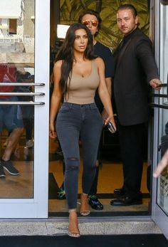 9/16/16 - Kim Kardashian shopping in Miami.