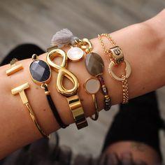 Tijd voor...gold ! Fijn dat de állerleukste armbanden van dit moment weer terug zijn op voorraad! De armbanden zijn gemaakt van stainless steel wat betekend dat ze niet verkleuren ♡ www.armbandonlinekopen.nl