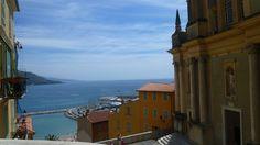 この丘にある教会からの海の眺めが素晴らしかったです。マントンはイタリアに限りなく近くて、でもフランスという仏伊混在の文化が形成されているようでした。陸続きならではの良さがあると思います。