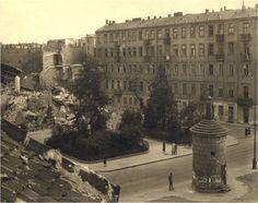 na fotografii: ruiny Wielkiej Synagogi, 1943. ze zbiorów ŻIH)
