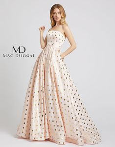 Truly a Mac Duggal masterpiece in style This stunning light gold ball gown has off-the-shoulder embellished sleeves, pockets, and a captivating metallic fabric. Evening Dresses Plus Size, Evening Gowns, Tulle Ball Gown, Ball Gowns, Strapless Dress Formal, Prom Dresses, Club Dresses, Mini Dresses, Formal Dresses