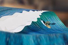 """""""Much Better Now"""" surfe sur les pages d'un livre"""