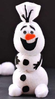 Adorable Olaf Sock Snowman Tutorial ~ Frozen fans are sure to love it! Olaf Sock Snowman Tutorial ~ Frozen fans are sure to love it! Christmas Activities, Christmas Crafts For Kids, Christmas Projects, Holiday Crafts, Holiday Fun, Christmas Holidays, Christmas Gifts, Frozen Christmas, Christmas Ideas
