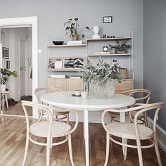 You Need to Know About Apartment Decorating Rental Living Spaces Small Home Interior, Kitchen Interior, Deco App, Rooms Ideas, Dining Room Inspiration, Scandinavian Home, Dining Room Design, Home Decor Kitchen, Apartment Design