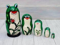 Nesting dolls Green Frog Wooden Matryoshka 4 in | Etsy Linden Wood, Green Frog, Amazing Decor, Garden Items, Crinkles, Household Items, Beautiful Dolls, Bag Making, Baby Toys