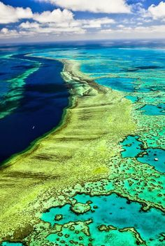 The world's largest coral reef system The Great Barrier Reef, Australia - 10 Beautiful Places in Australia