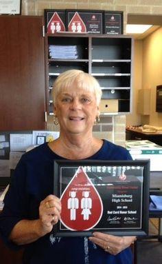 Congratulations to Miamisburg High School, named a Red Cord Honor School for 2014-15! CBC's Donna Teuscher presented the award to school secretary Linda Jones on behalf of blood drive coordinator Jenny Brockert & student sponsor MHS Student Senate