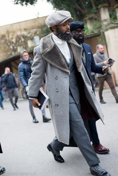 A grey fur collar coat and grey vertical striped dress pants are essential in any modern gentleman's wardrobe. When not sure about what to wear when it comes to footwear, stick to black leather derby shoes. Mode Masculine, Sharp Dressed Man, Well Dressed Men, Vertical Striped Dress, Nick Wooster, Fur Collar Coat, Men Street, Dandy, Men Looks