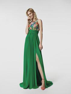 Procura um vestido de festa? Este vestido comprido verde é um vestido de festa (modelo GRIEGA) com um decote tipo halter à frente e decote cruzado nas costas. Vestido da linha evasé sem mangas (gaza, bordado fio)