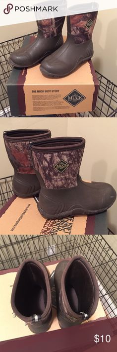 Youth Muck Boots The Original Muck Boot - Field Blazer - Camo Youth Size 4.  These boots have been worn but there is still a lot of life left in them!  My kiddo never had cold feet when he was wearing them. Awesome boots! Shoes Boots
