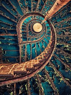 Beautiful decay - Abandoned Architecture - Big City Buildings - Modern and Historical Buildings - City Planning - Travel Photography Destinations - Amazing Ugly and Beautiful Places Spiral Staircase, Staircase Design, Abandoned Buildings, Abandoned Places, City Buildings, Beautiful Architecture, Architecture Design, Cultural Architecture, Architecture Portfolio