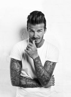 David Beckham Covers Men's Health Magazine while Victoria Beckham Graces the Cover of Numéro Tokyo David Beckham Photos, Pretty People, Beautiful People, Pretty Guys, Beautiful Family, Quiff Hairstyles, School Hairstyles, Undercut Hairstyle, Men's Haircuts