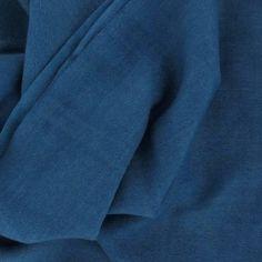 """Family Scarf, étole by johanne Petrol : Etole unie en laine et soie, vert """"Petrol"""".  Finition frangée Composition : 85% laine, 15% soie Taille : 70 cm x 180 cm http://www.by-johanne.com/foulards-classiques/1584-family-scarf-etole-by-johanne-petrol.html"""