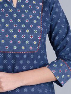 Printed Kurti Designs, Silk Kurti Designs, Kurta Designs Women, Kurti Designs Party Wear, Neck Designs For Suits, Sleeves Designs For Dresses, Dress Neck Designs, Sleeve Designs, Kurti Embroidery Design
