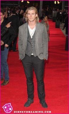 Chris Hemsworth Wins Favorite Action Movie Actor At The 2013 People's Choice Awards Luke Hemsworth, Hemsworth Brothers, Anna Hutchison, Wendy Davis, Disney Stars, Executive Producer, Choice Awards, Action Movies, A Good Man