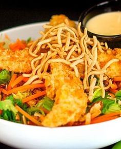 This Applebee& Oriental Chicken Salad Copycat tastes just like the popular restaurant dish! Crisp veggies, chow mein, and tender chicken in that creamy signature dressing. Crab Appetizer, Seafood Appetizers, Seafood Recipes, Fish Recipes, Recipies, Dinner Recipes, Dessert Recipes, Crispy Chicken Salads, Chicken Salad Recipes