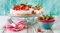 Cheesecake Recipe Easy The Fascinating World of Cheese Cakes! You know, Americans go crazy for the cheesecake. They have different variants of this popular cake, but the des… Cheesecake Leger, Cheesecake Day, Unbaked Cheesecake, Easy Cheesecake Recipes, Strawberry Cheesecake, Classic Cheesecake, Chocolate Swirl Cheesecake, Chocolate Cheese, Original Cheesecake Recipe