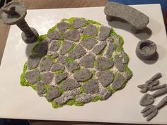 How to make a miniature fairy paved crazy stone path. This is a very quick and easy thing to make. I would say any beginner to advanced could whip this up in le #miniaturegardens