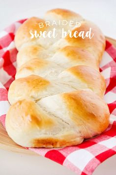 Braided Sweet Bread This soft and sweet braided bread is simple and easy to make, and so delicious! - This soft and sweet braided bread is simple and easy to make, and so delicious! Easy Bread Recipes, Sweet Recipes, Cooking Recipes, Sweet Bread Recipe Easy, Sweet Bread Meat, Braided Bread, Banana Nut Bread, Challah, Donuts