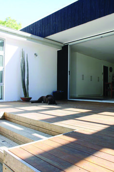 Timber deck stairs house 56 ideas for 2019 Porches, Modern Deck, Deck Stairs, House Stairs, Timber Deck, Patio Interior, Ranch Style Homes, Building A Deck, Patio Roof