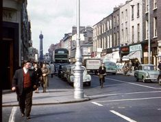 51 Color Photos Capture Street Scenes of Dublin in the ~ vintage everyday Dublin Street, Dublin Airport, Dublin City, Old Pictures, Old Photos, Irish Free State, The Province, Dublin Ireland, 17th Century