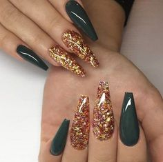 Glitter Coffin nail designs look awesome, especially with a long nails, but you don't have to have long nails to take part in this trend. Coffin acrylic nails are especially fancy with plenty of nail . Fall Nail Designs, Acrylic Nail Designs, Art Designs, Green Nail Designs, Design Ideas, How To Do Nails, Fun Nails, Kiss Nails, Gold Coffin Nails