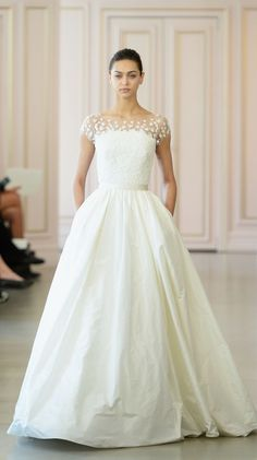 Oscar de la Renta Spring 2016 Wedding Gown