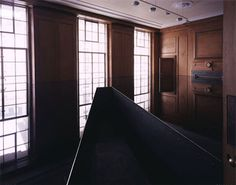 Richard Wilson Oil Instalation - The room is covered with oil and creates an illusion of dimensions, you walk in the narrow platform very impressive!!