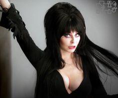 Elvira, Mistress of the Dark comics rise again! Beautiful Celebrities, Beautiful Women, Dark Comics, Cassandra Peterson, Marvel Fan Art, Valley Girls, Muse Art, Voluptuous Women, Dark Beauty