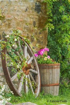 Country Living - Love this wagon wheel