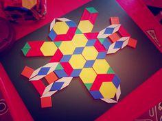 Hola compañer@s! ¿Qué tal el día de hoy? Nosotros hemos estado haciendo cositas. Os las enseñamos Emoticono wink #loquedandesilosbloquesgeometricos #jugarconbloquesgeometricos #matematicas #geometria #jugarconlacreatividad http://fb.me/7kE6Zjuw3