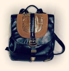 Mochila Majo, la estrella de la temporada!  100% Cuero  www,facebook.com/budaabags   #fashion #moda #leather #collection #aw2015 #winter #handbags #bags #leather #budaabags #suelaynegro #cuero #like #love #megusta
