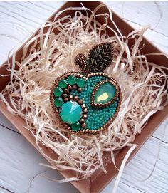 Автор @le_broshe 〰〰〰〰〰〰〰〰〰〰〰〰〰〰 По всем вопросам обращайтесь к авторам изделий!!! #ручнаяработа #брошьизбисера #брошьручнойработы #вышивкабисером #мастер #бисер #handmade_prostor #handmadejewelry #brooch #beads #crystal #embroidery #swarovskicrystals #swarovski #купитьброшь #украшенияручнойработы #handmade #handemroidery #брошь #кольеручнойработы #кольеизбисера #браслеты #браслетручнойработы #сутажныеукрашения #сутаж #шибори #полимернаяглина #украшенияизполимернойглины